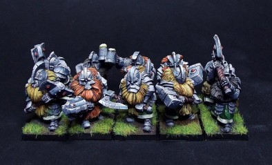 MomMiniatures Raise The Banner & Send Dwarves To War