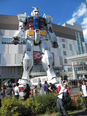 Gundam Statue And Sam