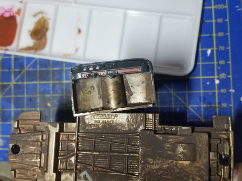 Here is an update on the dashboard and the bottom of my Ork Kampa Waggon.