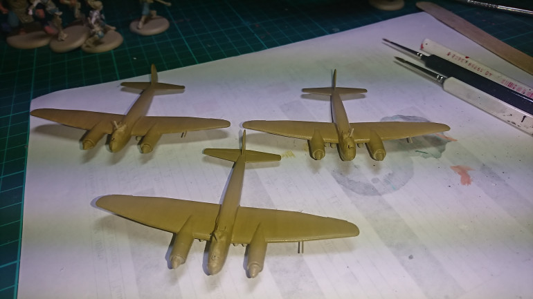 Next step I have chosen an interesting colour scheme for these models. First up I have used Vallejo Air Dark Yellow. On the upper side of the planes.