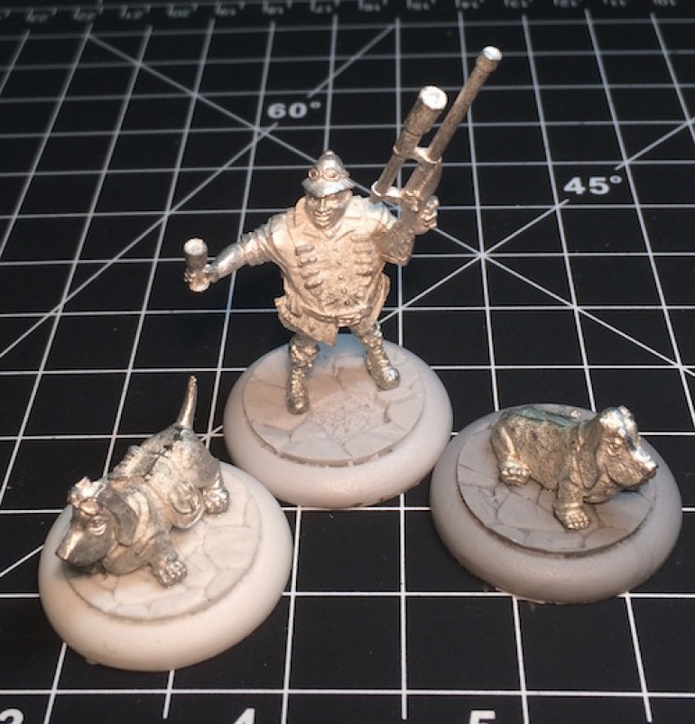 Here we see the three figures in bare lead, freshly washed, filed, and glued to Secret Weapon bases. Just waiting for primer.