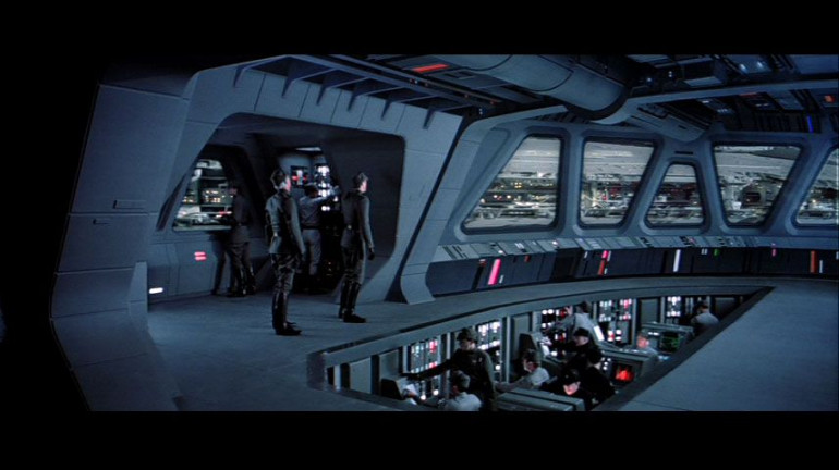I knew from the beginning that I wanted the cockpit to have a lower part, inspired by the cockpit of an star destroyer