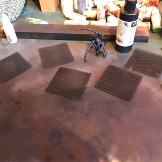 Airbrushing the floors and Nid