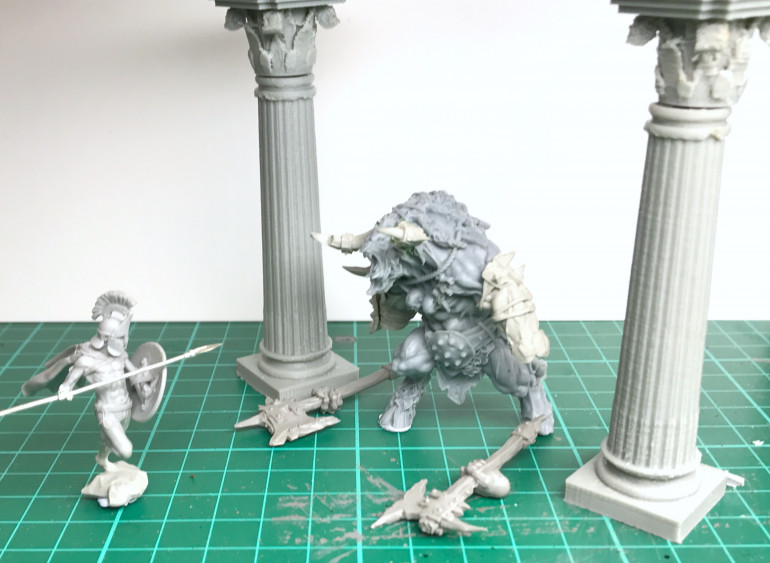 Decided to make a small diorama piece using the minotaur. So, I've got myself a Spartan warrior from Red Republic games and some 3D printed pillars .... let's see what happens!