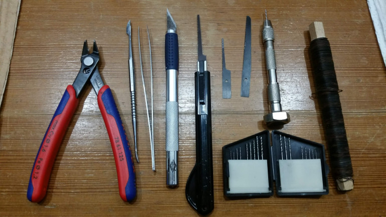 The tools I use: Clippers, Sculpting Tool, Pincers, Paper Knife, Modeling Saw, Hand Drill, Garden Wire