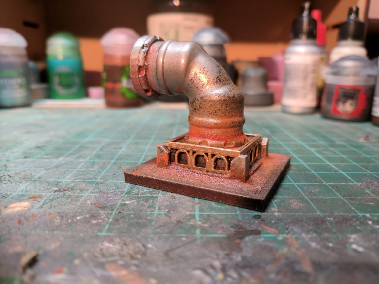 Sprayed the pipe with Lead Belcher, then washed with nuln oil and agrax earthshade (perfect for creating an aged metal look) i added in my own rust mixture (which i will expand on in another entry) and then glued the finished piece to a tile, finally i drybushed a light silver to bring up all the textures.