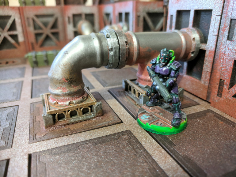 On the picture above the rust paint has been applied to the pipe and the iron powder and glue mix has been applied round the base, after drybrushing with a light silver the texture stands out and gives the same effect as the typhus corrosion technical paint.