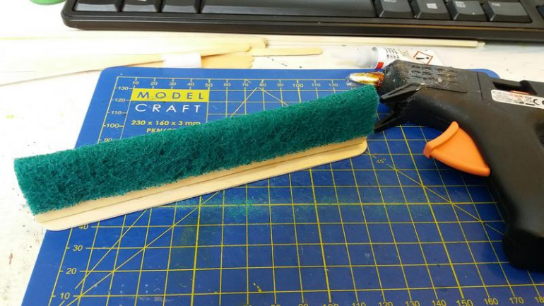 the scouring pads I have are 10cm wide and almost exactly the same length as the TDs (sheer luck) cut the SP in half so that you have 2 5cm wide sections, using hot glue attach to your foundation, BOOM! basic form done.