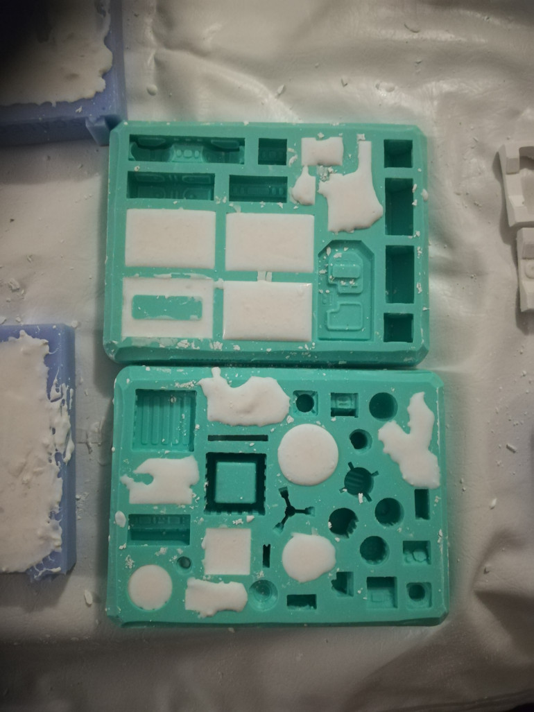 I have start using my Hurst art molds to make the wall sections.