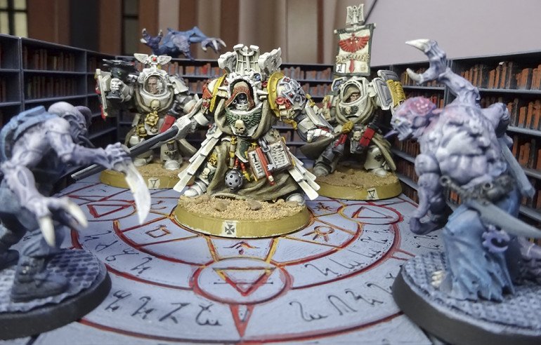 The reinforcement squads of the Deathwing begin to teleport immediately to the facilities of Namekh-48. The librarian Thenebrum unleashes psychic vengeance on the xenos abominations and incinerates all the books of the wicked archive of the cult.