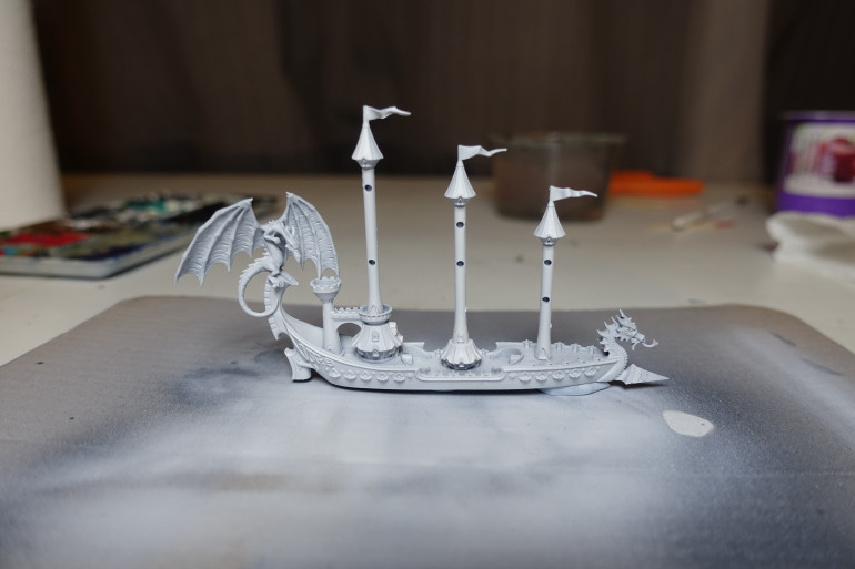 The elven ship received an extra coat or Model Air White for a very clean white hull.