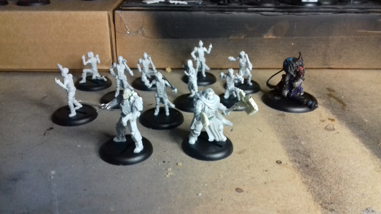 I have assembled the 9 Cannibal Runts, based an old conversion of a Vor Chemgrunt into a Necanthrope and converted the Sgt Rooker and Feaney miniatures (as I already have the First release of these and I don't need duplicates) into a couple of Human Operatives.