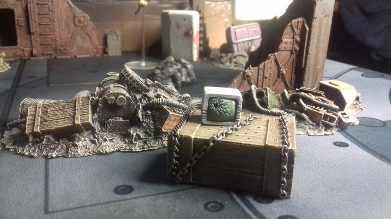 A crate with mysterious contents and a damaged TV, really pleased with how the screen came out ( these are two seperate pices of terrain, I have and am building a collection of individual items to personalise areas of terrain)