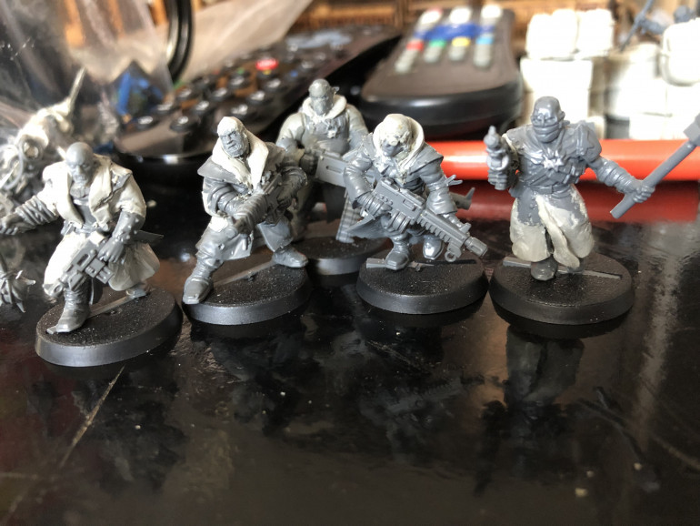 Dusted off some old conversions I did a few years ago; originally these were going to be part of a Genestealer Cult gang with the idea being they masqueraded as a Delaque one.  I'm going to be repurposing them as Hive Scum and/or civilians.