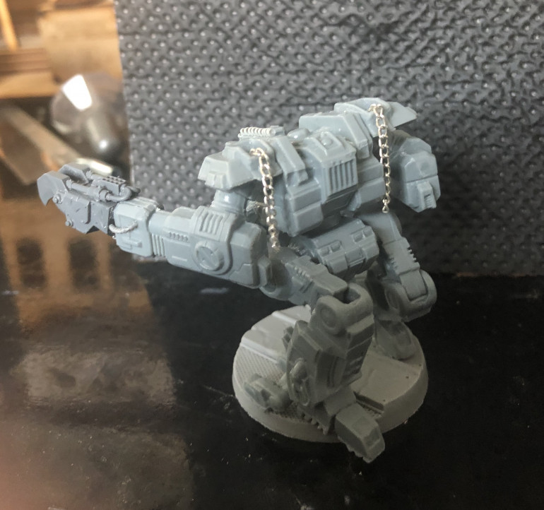 Original mini had shoulder mounted missile pods (one of which became the head), so I added chains hanging from the peg holes to be towing/climbing/etc cables.