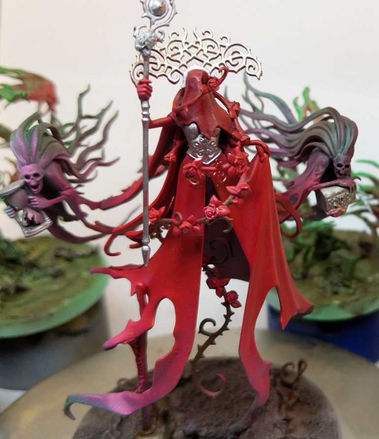 Bloodred base colour of the Lady. And a silver undercoat for her bodice