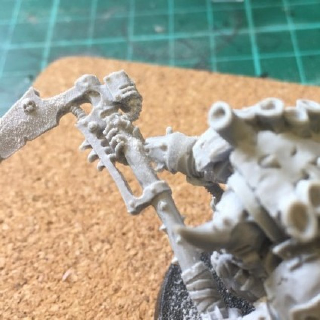 Warhammer 40K – Gap filling with superglue and baking soda