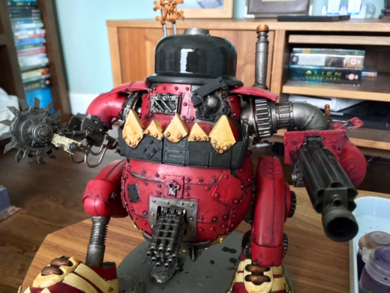 And with a healthy dose of washes applied. Nuln Oil over all the metal work, Druchii Violet over all the red and Seraphim Sepia over all the cream. Washes on big models always depress me as this is the point that the model looks its worst - dirty and dark. But! it's all gonna get brigther from here on out!