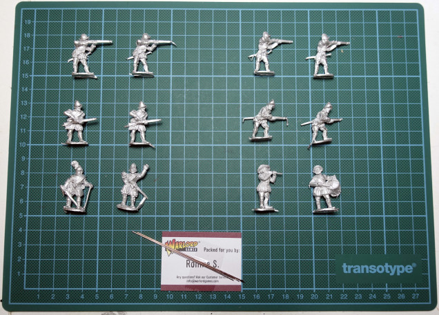 The arquebusiers: 4 different sculpts. Also: the HQ miniatures and some metal spears.