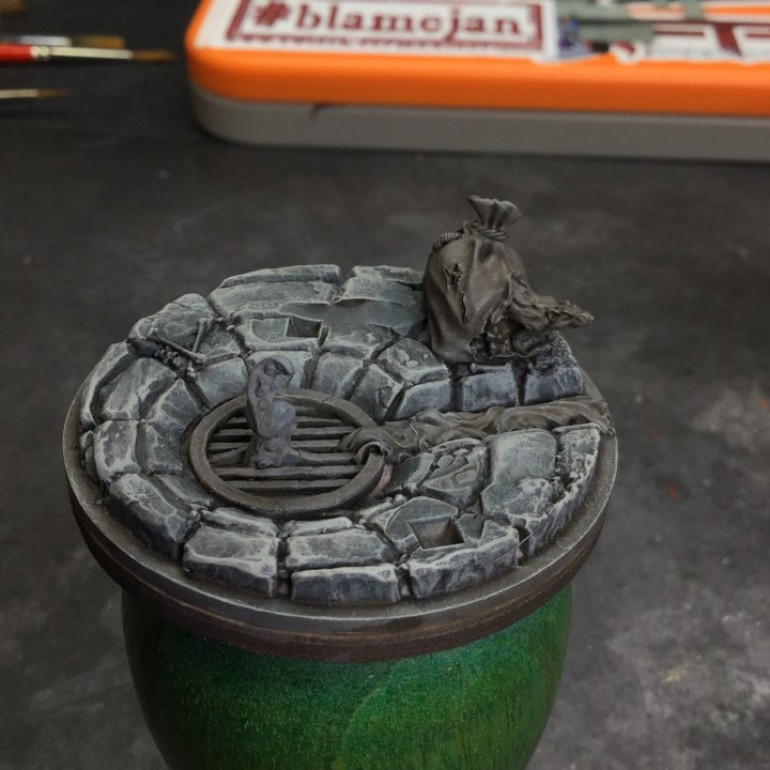All the Judgement minis come with sculpted bases - love the details on Kvarto's which include a tentacle coming up through a sewer grate and a rat gnawing its way out of a sack !