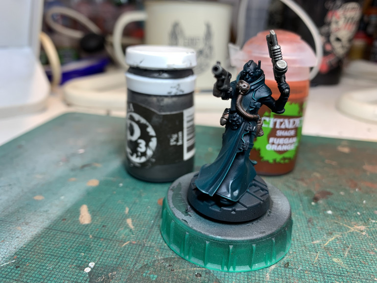 First warm colour is a fuegan orange wash to tint the rebreathers and gubbins. Way too strong on its own so a drybrush of Pig Iron to bring back the silver. I only want a hint of orange on the metals.