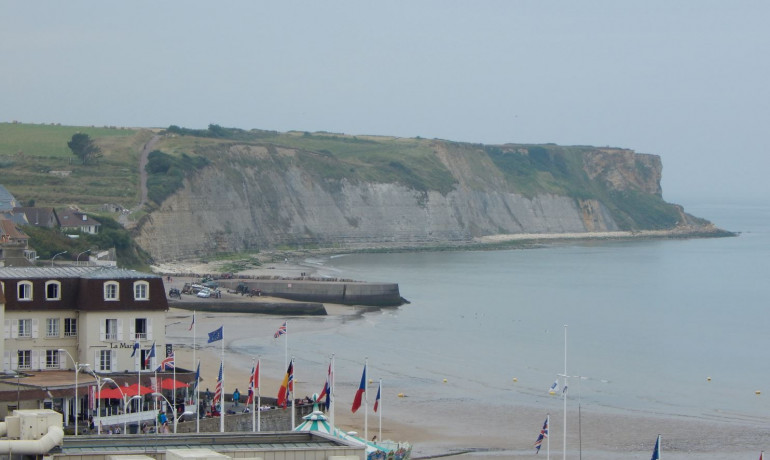 Looking west across the beach at Arromanches.  This was in Item sector, and so far as I can tell wasn't actually