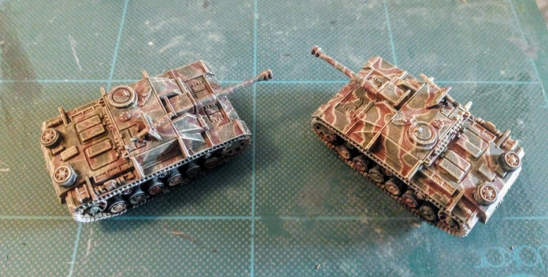 The left hand tank has been drybrush and washed muting the colours nicely whilst giving texture to the armour.