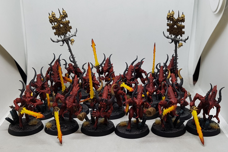 Friday 16/8/19: A few hours over a week after starting and all 29 guys are now based, varnished and finished.  Here are the 20 Bloodletters.  The other 9 are riders and crew awaiting the rest of their models to be finished.