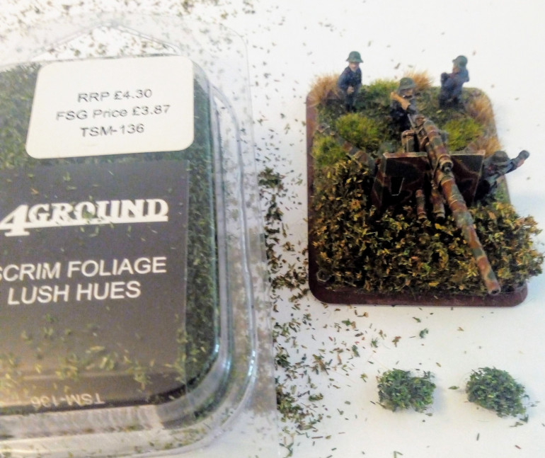 I felt I wanted just a little more volume on one of the bases and to make them just a little different. For this I switch to the 4Ground Lush Foliage. I cut two small squares, distressed then again and made them rounder to act as small bushes.