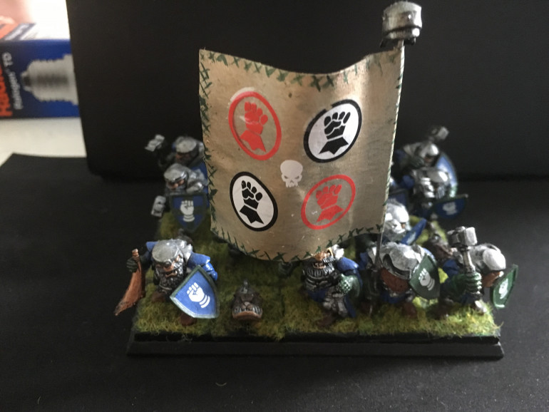 The banner is very space marine... like Imperial Fists, it is a wee bit shit.