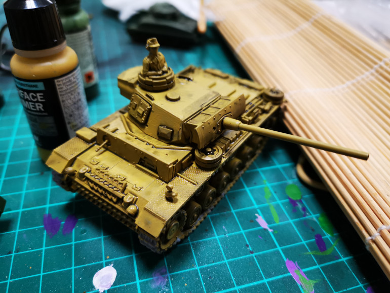 Built and started painting a Panzer lll tank