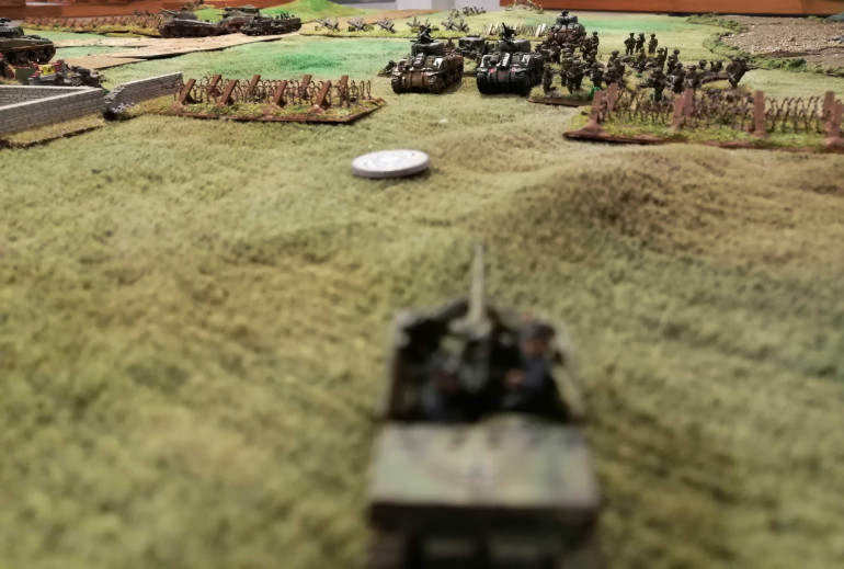 The Marder's view of the battlefield and the advancing Tank Platoon 1 and Red Platoon