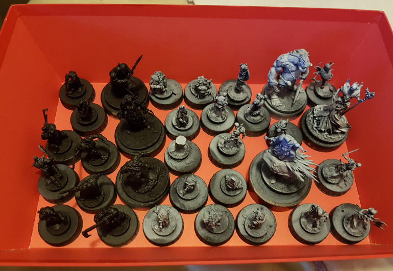 Tray 1 of primed minis