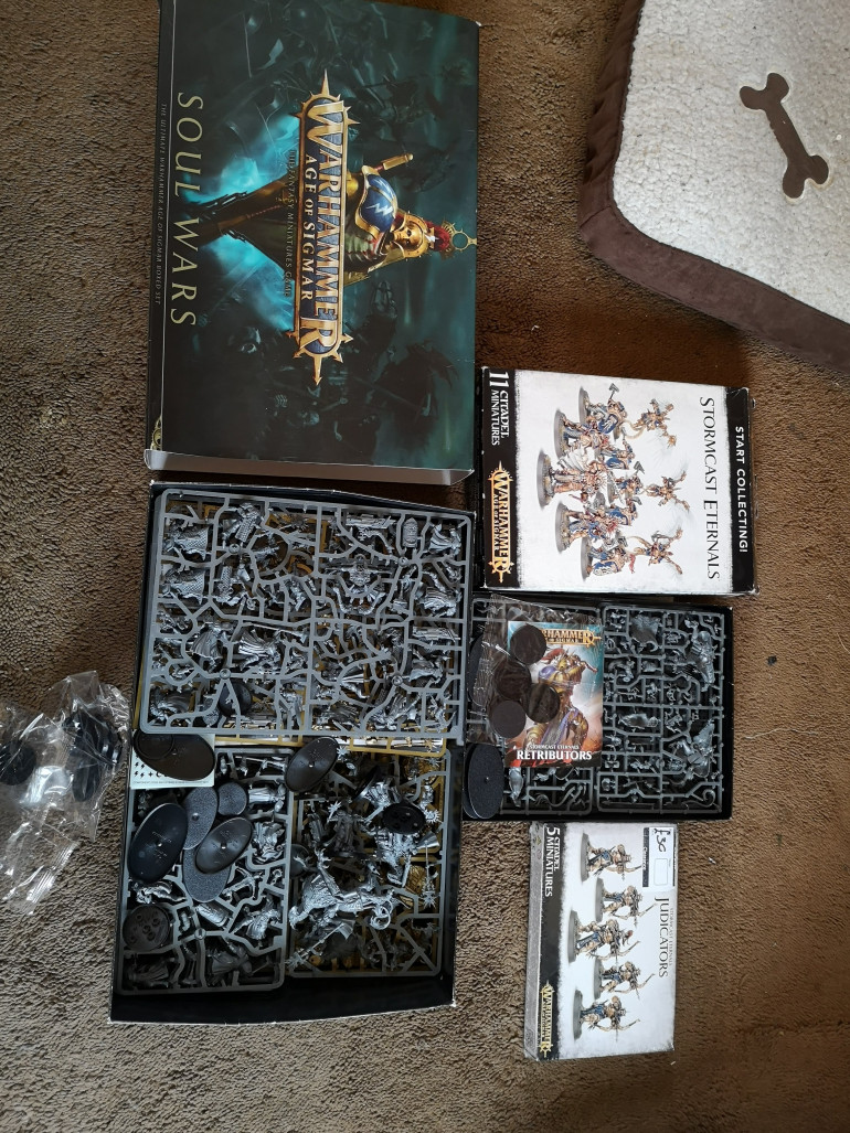 And there's still more unbuilt...  (I think there's two Stormcast Soulwars sets in that lot...)
