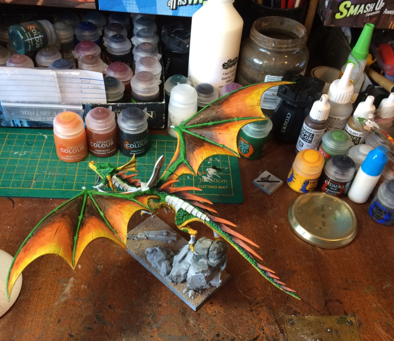 ...so the wings are going fiery too. Started with Iyanden Yellow. Then GryphHound. Then Wlyldwood. Waited for the previous layers to dry then added the next colour and feathered the edge to blend it with the contrast medium. Seemed to work okay. Also shaded the spine with wyldwood and dry brushed the tips white then put the yellow over to give the same fiery effect.