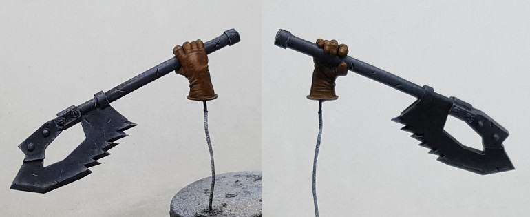 I painted my nuts and did the nuln oil and edge highlight bits.  This just leaves the chain, the arm band and the shoulder mounted guild symbol.  Then i might mix up 50/50 dark grey / dark prussian blue and apply a dark shade where plates join, like Mr Giraldez advises.