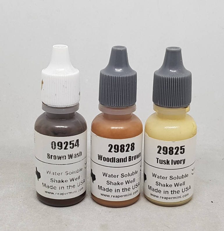 The paints used on the straps
