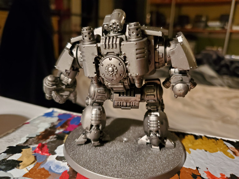 So the basic system here is one I borrowed from the GW painting videos for the Imperial Knights they did some years ago. First up wash all over anything that will be metal with Nuln Oil. This will take a while to dry, so be patient.