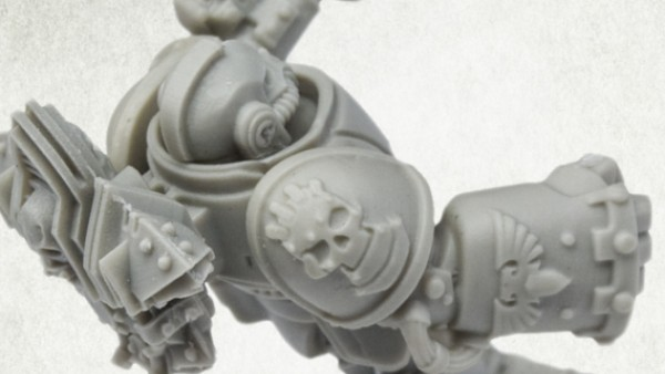 Kromlech Working On Astartes Retributor Shoulder Pads!