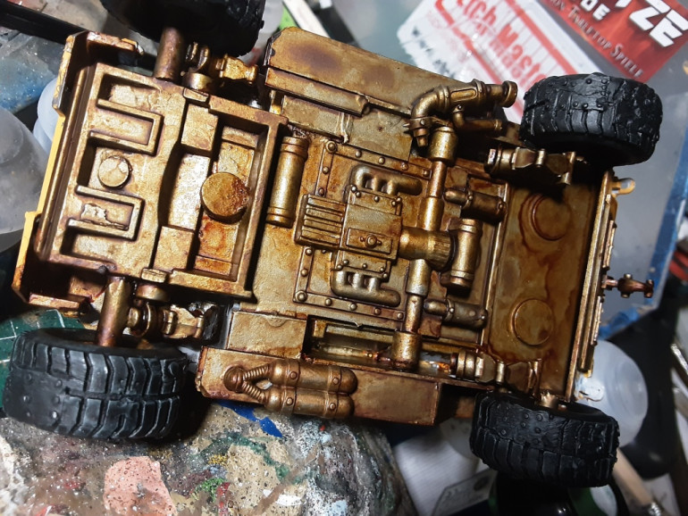 I used a rust effect from dirty down. Not the result i know from the old model mates. A agrax wash doesn't help much, actually it pooled the rust in the corners. i later used a matt varnish with my airbrush. This helped a little bit. Luckily the underside is seldom to be seen.