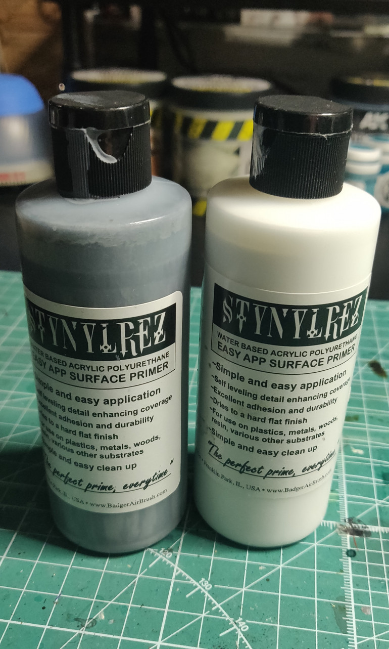 Badger Stynelrez is my primer of choice, grey and white for this project