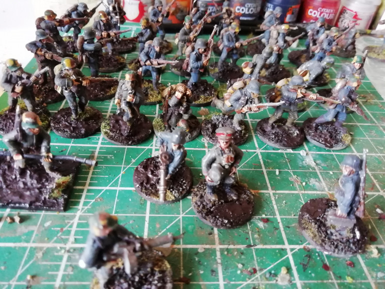 The bases are now a little more muddy. I've also picked out the bayonet tassel colours dirtied a few trousers and painted a couple if chaps in green tunics to represent the odd colour difference in available tunics.