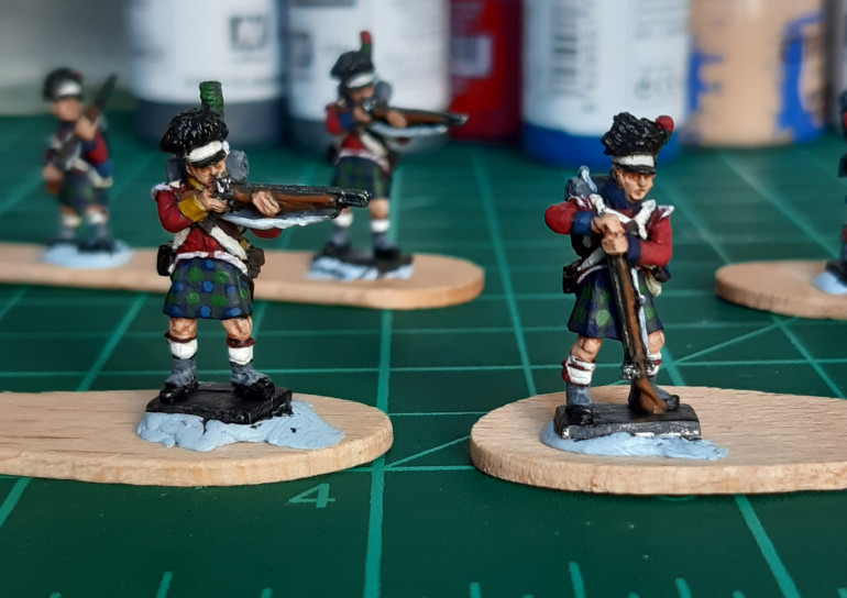 The Gordon Highlanders (L) get lighter blue squares added. I omitted this step for the Black Watch (R) to keep the pattern darker