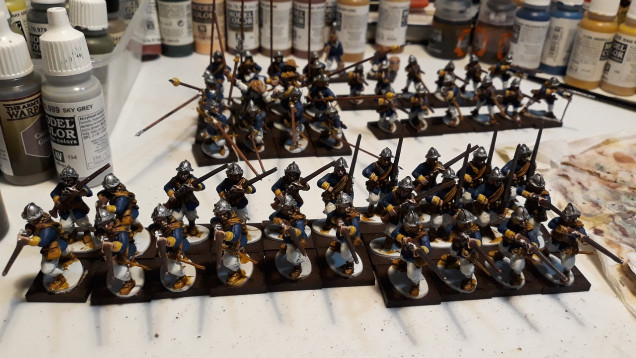 Swedes now with added colour... OK, know they look more Carolean than Thirty Year's War and are far too uniform but my plan is to do a few unitts in different colours and then just mix the figures together to make things look more realistic - much faster to paint this way ;-)