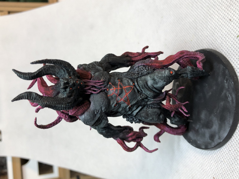 Shub-Niggurath was a rather challenging miniature as it is basically duo-chromatic and needed some highlights to avoid visual boredom.
