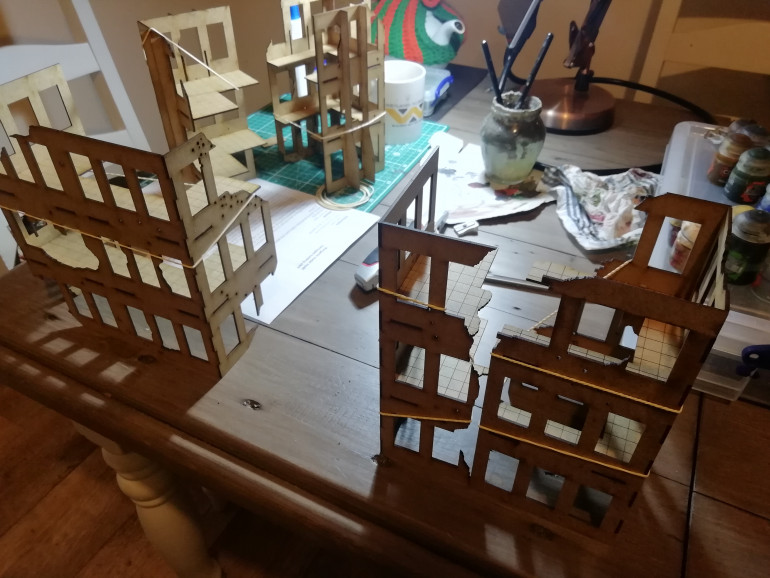 The basic kits put together. I've found some old pieces to decorate the sides. Also the edges are to straight so I have glued some more broken edges to the sides.