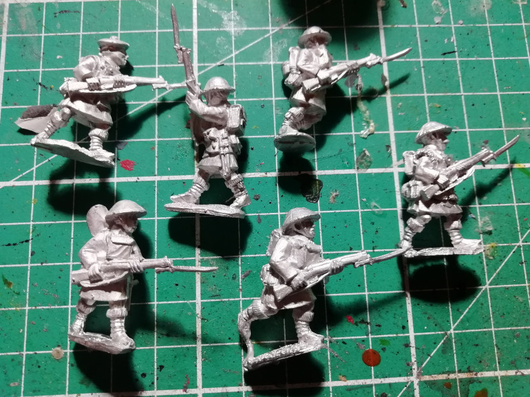 My late war British have been missing some crucial elements so I have picked up some new minis from Great War miniatures. A HMG team some Lewis gunners to add to my rifle units A Highlander and Gurkha units both good for close combat