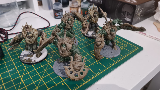 Just a quick. Got some real momentum from my last regiment so I've dived right into a block of drones. 2 are getting touch ups from my original resin brutes but 3 new plastic ones will make the bodyguard of my Founders Exclusive mini 🤘