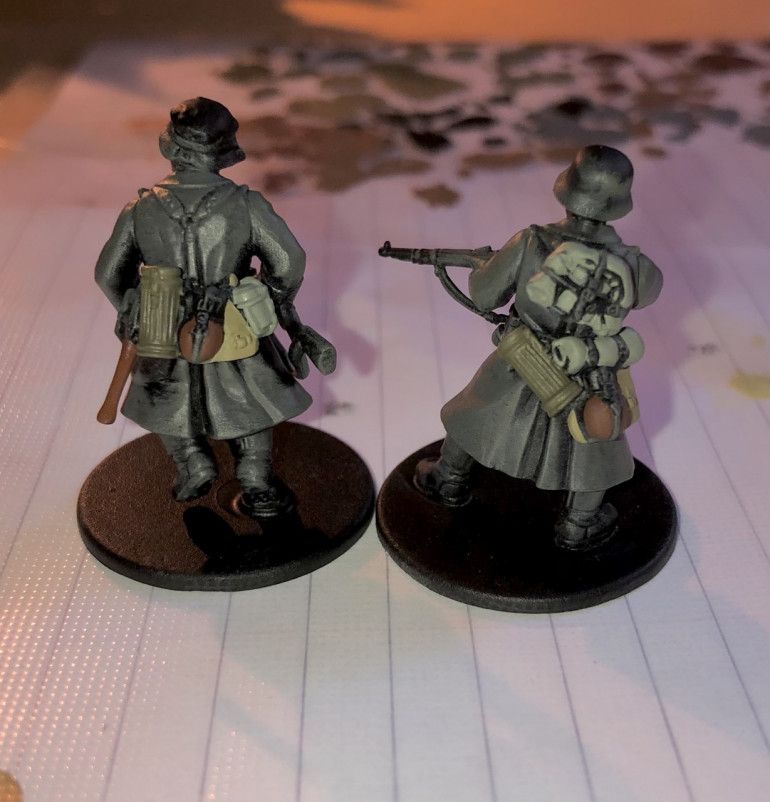 3. The next step is to base coat the equipment: bread bags Khaki, bed rolls and mess tins Green Grey, gas mask cases OD Green and the felt on the water canteens Flat Brown.