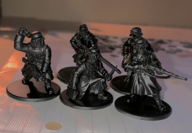 1. First, I prime the figures black, this is essential for the style of the scheme.